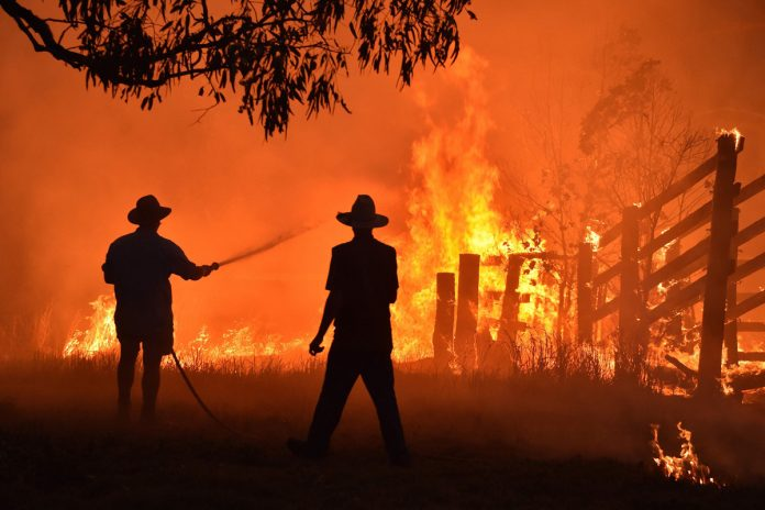 Record heat wave in Australia sparks fears of more bushfires