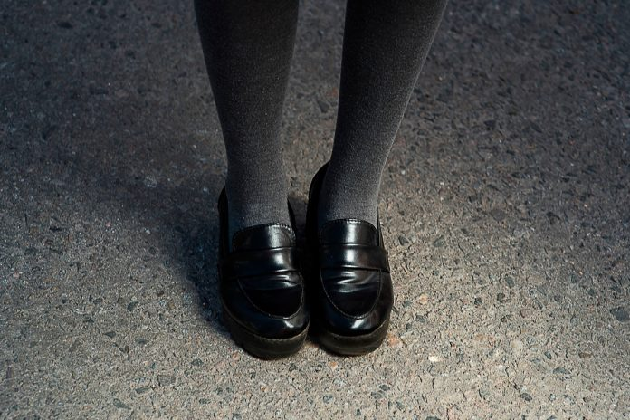 School tells girls not to show knees because it distracts male staff