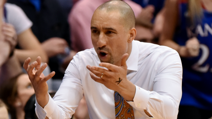 Shaka Smart bewilders Texas fans by growing out hair after years of baldness
