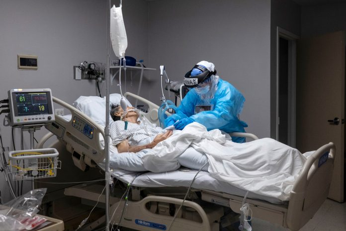 US breaks record for daily COVID-19 hospitalizations